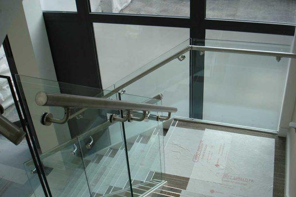 Frameless glass balustrades in office development