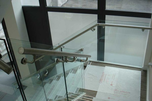 Frameless glass balustrades in office development